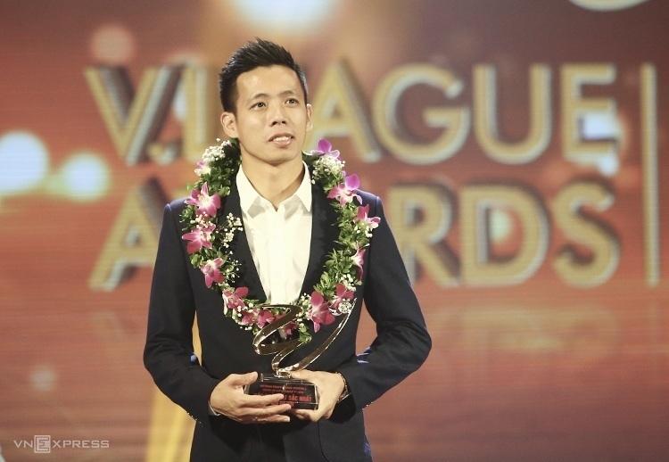 Văn Quyết trong lễ vinh danh V-League Awards 2019 tại Hà Nội tối 6/11.