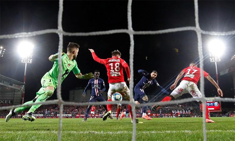 Pha đá bồi của Icardiấn định thắng lợi 2-1 cho PSG. Ảnh: Reuters.