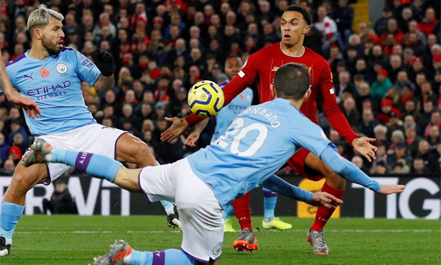 Alexander-Arnold, sau trận, cũng thừa nhận là bóng đã chạm tay anh, nhưng tin rằng mọi việc đã có VAR phán quyết, và hài lòng vì cách Liverpool phản ứng nhanh, chớp thời cơ để ghi bàn mở tỷ số. Ảnh: Reuters.