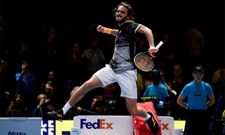 Tsitsipas phấn khích tột độ với chiến thắng ngay trận đầu chơi ở ATP Finals. Ảnh: Reuters.