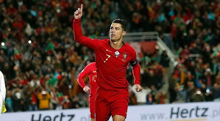 Ronaldo lập hattrick ở vòng loại Euro 2020 - ảnh 2