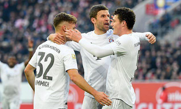 Kimmich, Muller chia vui cùng Pavard.