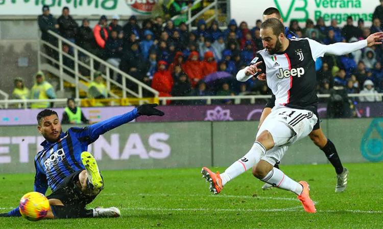 Cú đúp hôm 23/11 đồng nghĩa với việc Higuian đã có 12 bàn ghi vào lưới Atalanta trong toàn bộ sự nghiệp chơi bóng tại Serie A. Ảnh: Ansa.