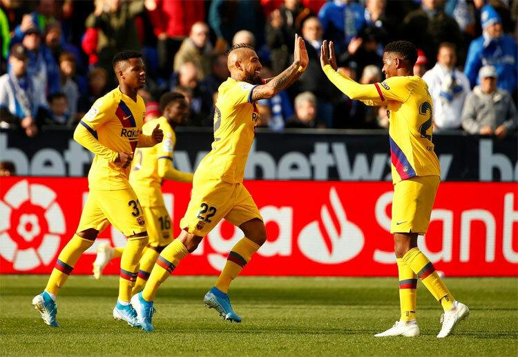 Vidal mừng bàn thắng sau khi tưởng như bị tước bỏ.