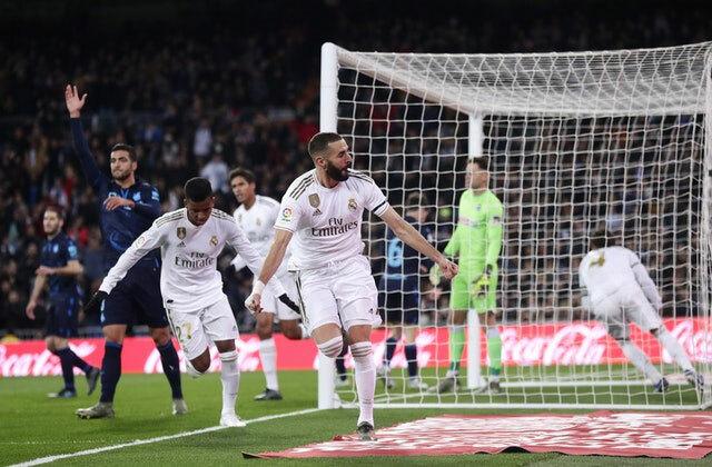 Benzema ghi bàn thứ mười từ đầu giải. Ảnh: AP