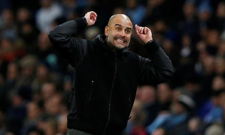 Guardiola trong trận thắng Chelsea 2-1 tối 23/11. Ảnh: Reuters.