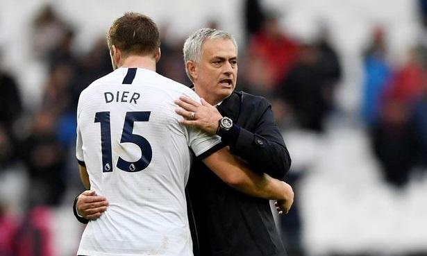Mourinho (phải) từng rất muốn chiêu mộ Dier khi làm HLV Man Utd. Ảnh: PA.
