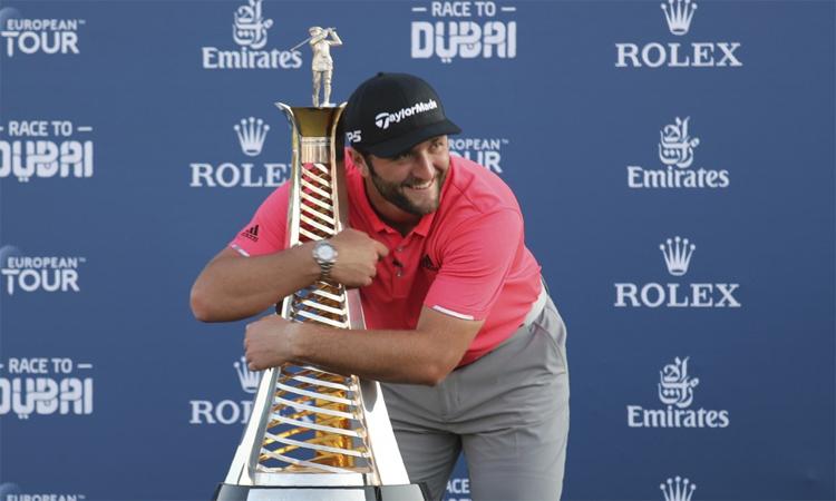 Chiến thắng ở Dubai hôm qua giúp Rahm có danh hiệu thứ sáu ở European Tour, đồng thời đăng quang luôn ở Race to Dubai - cuộc đua tranh danh hiệu Golfer hay nhất mùa của European Tour. Ảnh: AP.