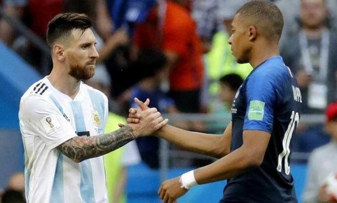 Messi là một trong những tấm gương để Mbappe noi theo. Ảnh: EFE