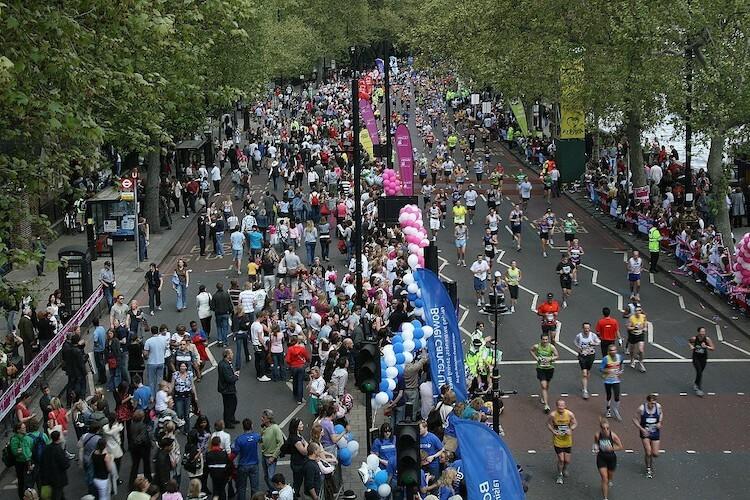 London Marathon thường tổ chức vào mùa xuân kể từ lần đầu năm 1981. Ảnh: medium