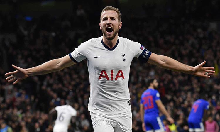 Kane ghi ba bàn trong hai trận đầu tiên dưới thời Mourinho. Ảnh: EPA.