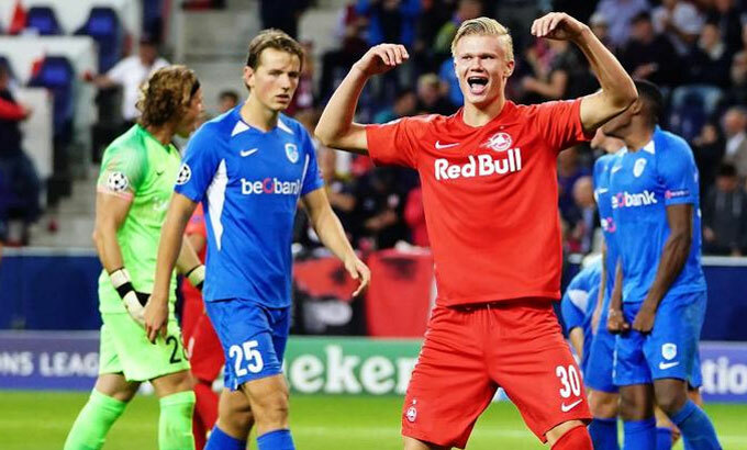 Haaland (áo đỏ) là tiền đạo trẻ gây chú ý nhất châu Âu hiện nay. Ảnh: Gallo