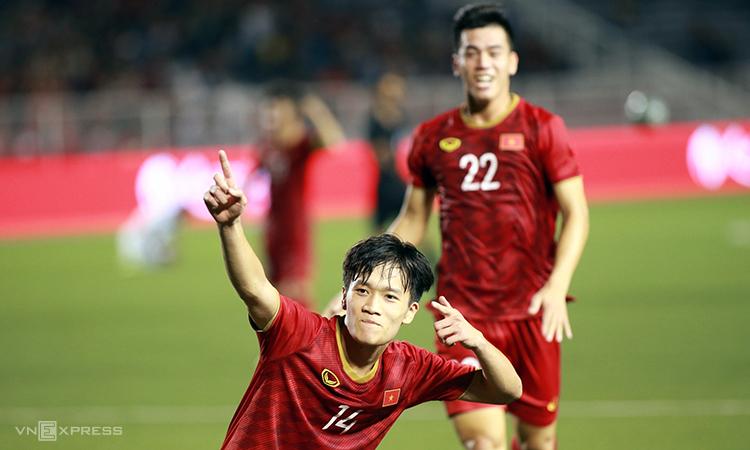 Hoàng Đức (số 14) mừng tuyệt phẩm vào lưới Indonesia. Ảnh: Đức Đồng.
