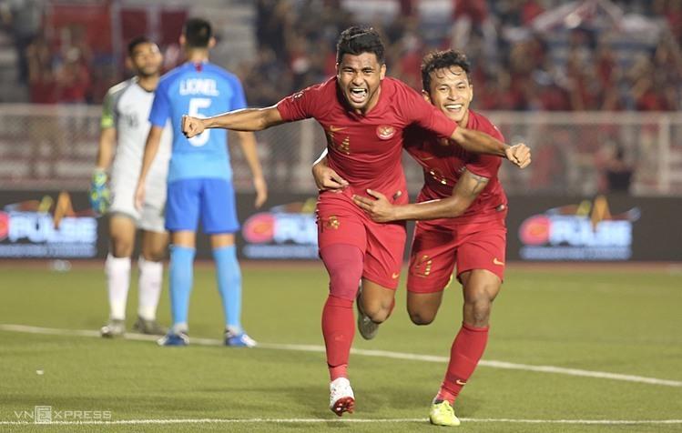 Asnawi Bahar (số 14) và Osvaldo Haay (số 20) là hai cầu thủ nguy hiểm của Indonesia. Ảnh: Đương Phạm.