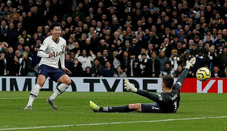 Son lập siêu phẩm trong chiến thắng 5-0 của Tottenham - ảnh 1