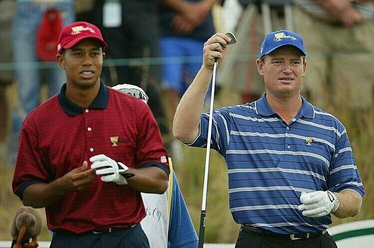 Woods (trái) và Els tại Presidents Cup 2003.Ảnh: AP.