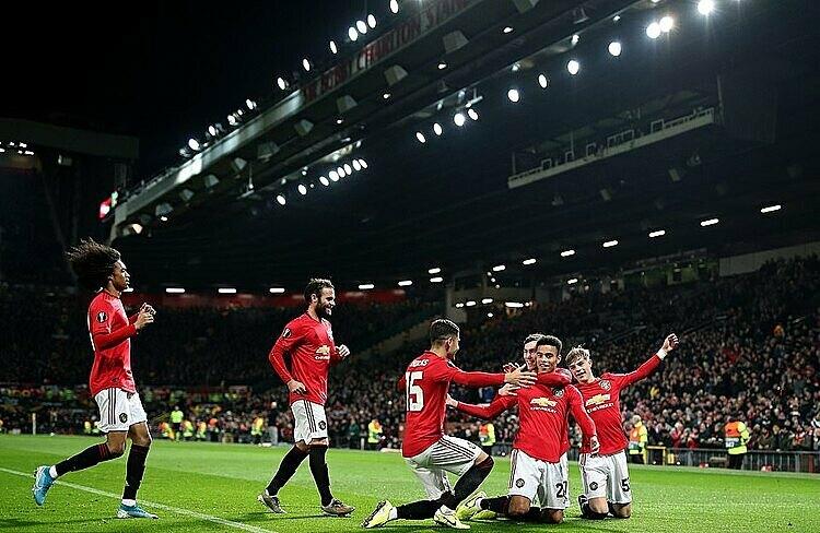 Cầu thủ Man Utd mừng bàn ấn định chiến thắng 4-0 của Greenwood. Ảnh: REX.