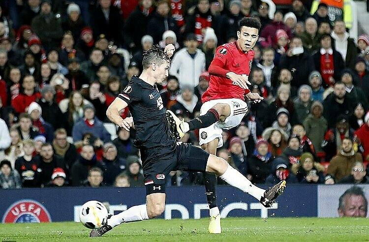 Greenwood (đỏ) là cầu thủ Man Utd trẻ nhất lập cú đúp tại cup châu Âu. Ảnh: AP.