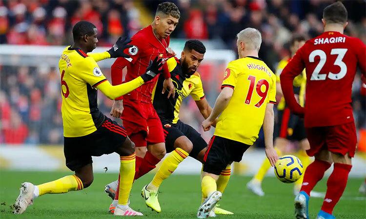 Watford, bằng lối phòng ngự với số đông, kèm chặt, đá rát, đã cầm chân được Liverpool hơn hai phần bahiệp một. Ảnh: Reuters.