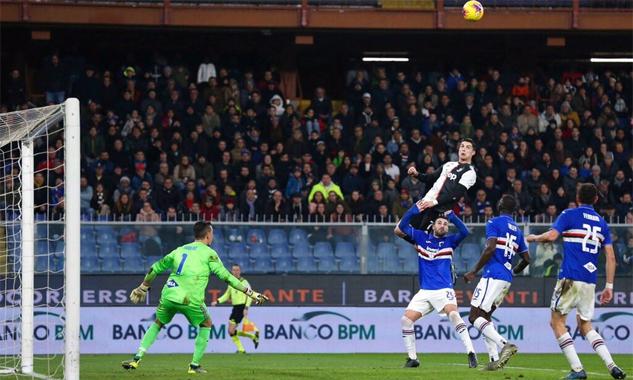 Ronaldo bật cao 2m56 khi đánh đầu ghi bàn