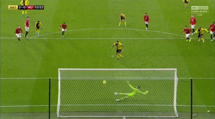 ... và, đổ người sai hướng trong quả phạt đền dẫn tới bàn thua còn lại của Man Utd.