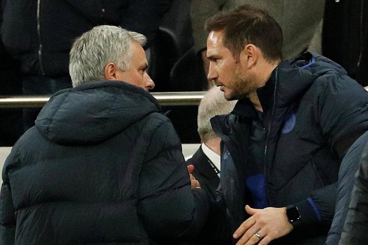 Lampard (phải) nói rằng anh vẫn tôn trọng Mourinho bất kể phát biểu sau màn đấu trí giữa hai thầy trò ở vòng 18 Ngoại hạng Anh. Ảnh: Reuters.