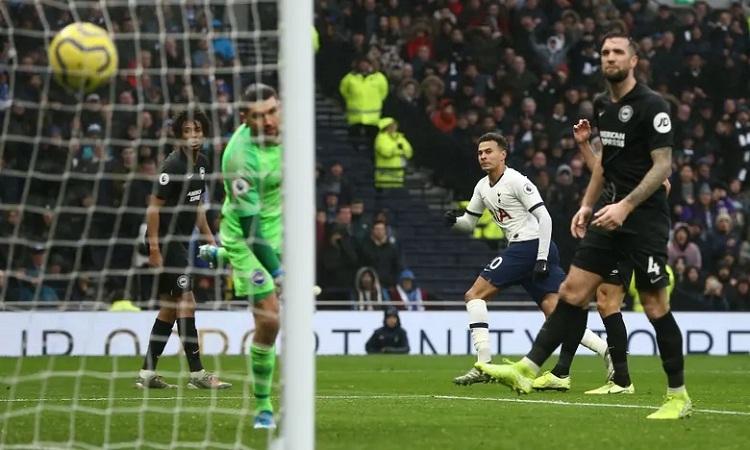 Alli ghi bàn ấn định chiến thắng 2-1 cho Tottenham. Ảnh: BPI.