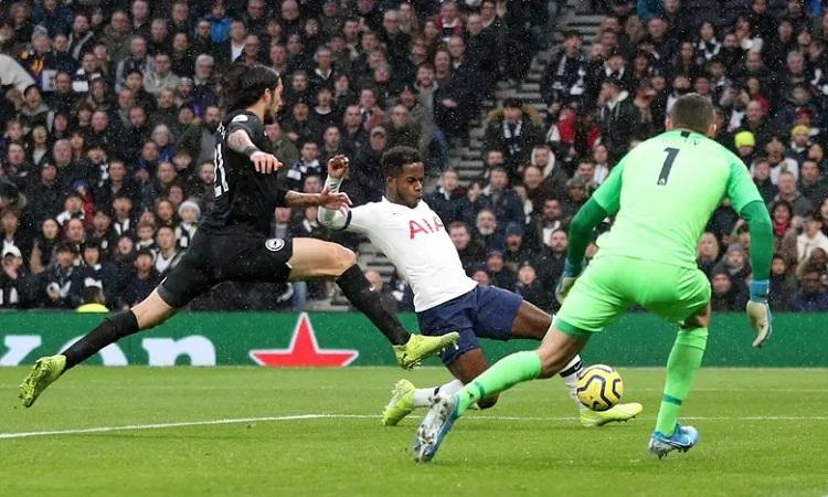 Brighton khiến Tottenham phải nỗ lực hết sức để giành ba điểm. Ảnh: Reuters.