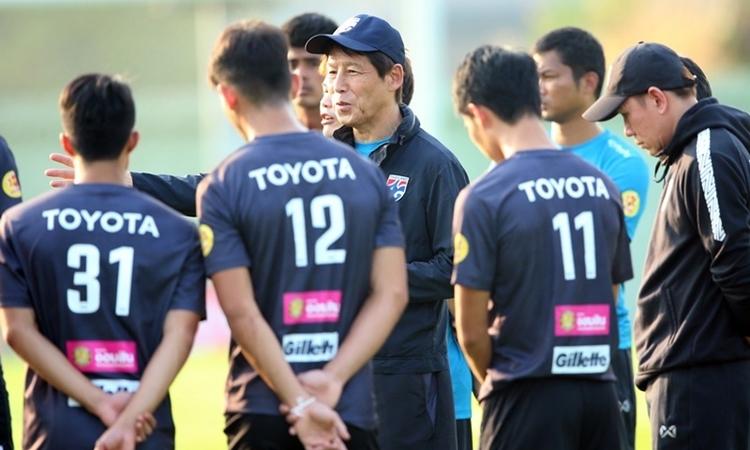 HLV Nishino ưu tiên hồi phục thể lực cho các cầu thủ. Ảnh: Siam Sport.