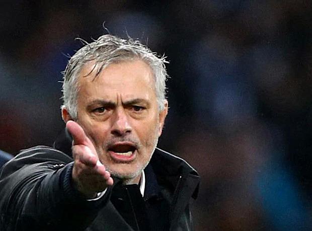 HLV Mourinho không giữ được bình tĩnh khi Tottenham bị dẫn trước. Ảnh: Reuters.
