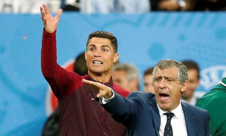 Ronaldo từng tham gia chỉ đạo bên cạnh HLV Fernando Santos trong trận chung kết Euro 2016. Ảnh: Reuters