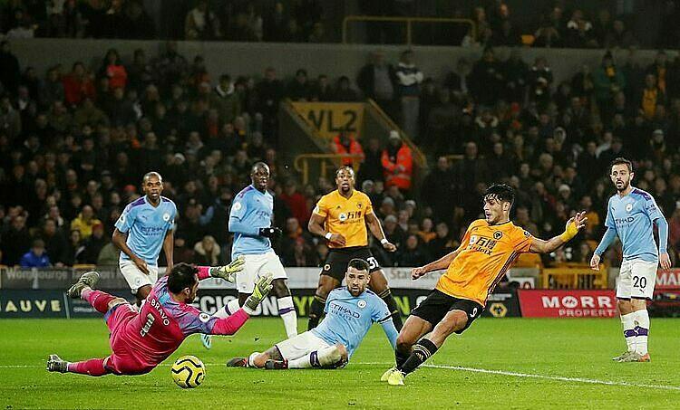 Jimenez gỡ hòa 2-2 cho Wolves. Ảnh: Reuters.