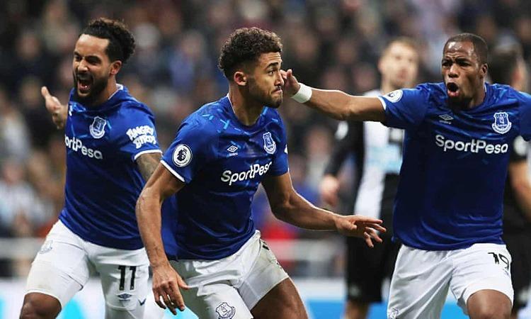 Calvert-Lewin (giữa) ghi cả ba bàn đầu tiên cho Everton dưới triều đại Ancelotti. Ảnh: Reuters.
