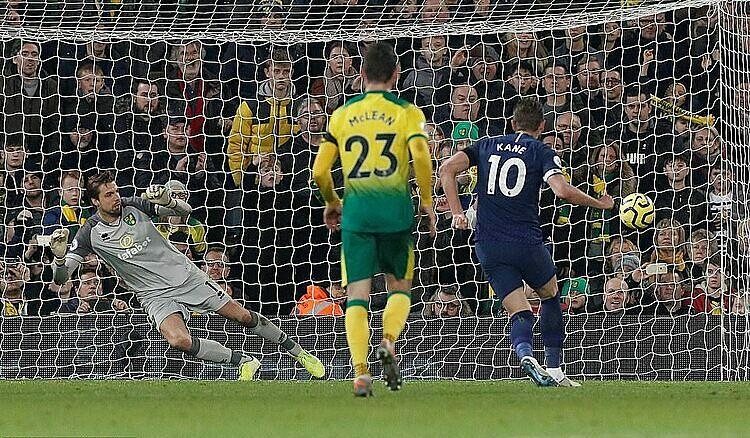Kane (số 10) ghi bàn thứ 136 sau 200 trận tại Ngoại hạng Anh. Ảnh: Reuters.