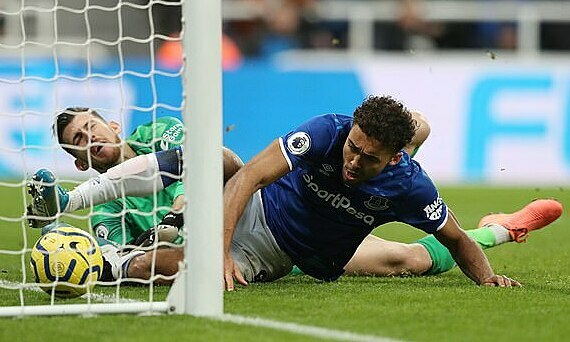 Calvert-Lewin ấn định thắng lợi 2-1 trước chủ nhà Newcastle. Ảnh: Reuters.