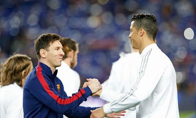 Messi và Ronaldo sánh vai trong đội hình. Ảnh: Reuters
