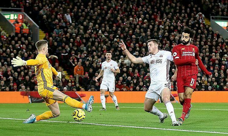 Salah (đỏ) ghi bàn thứ 14 từ đầu mùa. Ảnh: Reuters.
