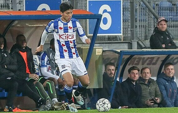 HLV Heerenveen tiết lộ nhược điểm của Văn Hậu