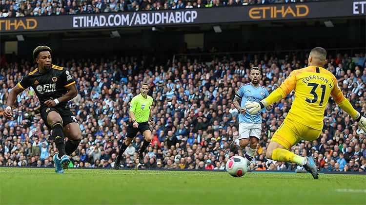 Traore lập cú đúp trong trận Wolves thắng Man City 2-0 ngay tại Etihad ở lượt đi Ngoại hạng Anh mùa này. Ảnh: Empics.