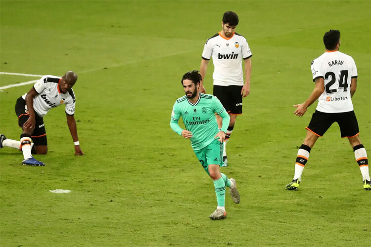 Real quá mạnh so với Valencia.