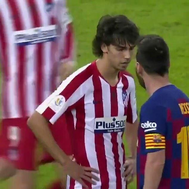 Felix không ngần ngại đôi co với thủ quân Barca.