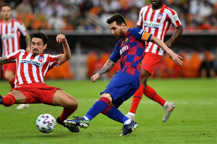 Hàng thủ Atletico ngăn Messi tỏa sáng. Ảnh: Reuters