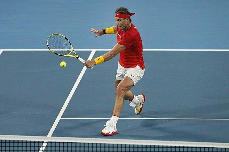 Nadal không thể áp đảo De Minaur trong hai set đầu. Ảnh: AP.