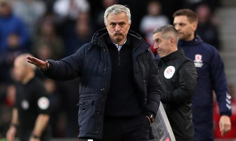 Mourinho chưa được tăng cường nhân sự trong kỳ chuyển nhượng giữa mùa. Ảnh: Reuters.