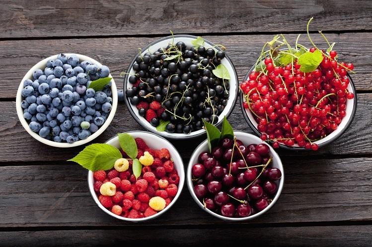 Qủa mọng là một trong những thực phẩm hàng đầy giúp chống oxy hóa, một trong những chìa khóa chống viêm hiệu quả. Ảnh: Verywellfit.