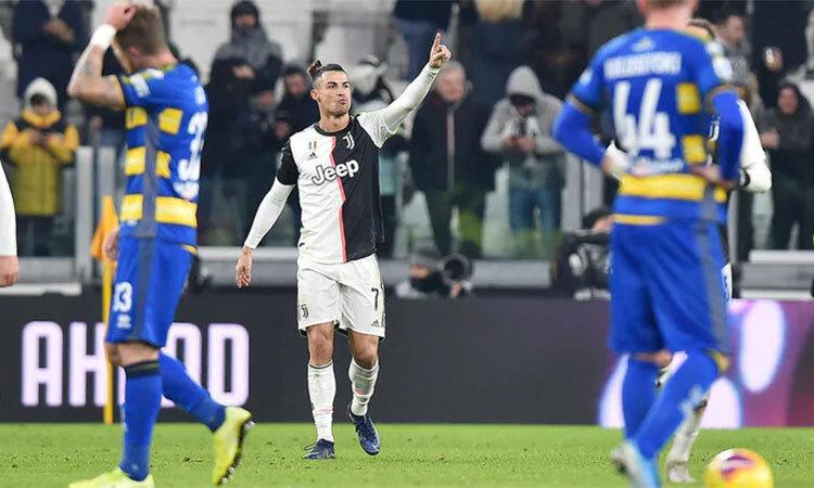 Hai bàn vào lưới Parma giúp Ronaldo có 16 bàn tại Serie A mùa này, đứng thứ nhì trong danh sách phá lưới, chỉ sau người dẫn đầu với 26 bàn - Ciro Immobile (Lazio). Ảnh: ANSA.