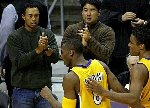 Woods (trái) từng thường xuyên đến xem Bryant thi đấu. Ảnh: Reuters.