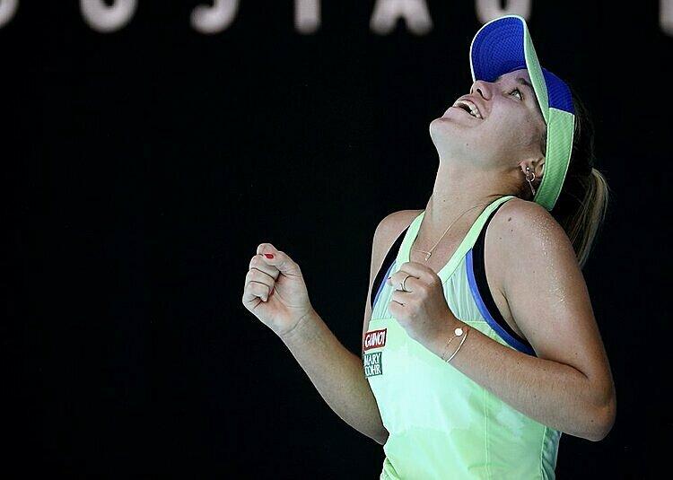 Kenin mừng lần đầu vào chung kết Grand Slam. Ảnh: AP.