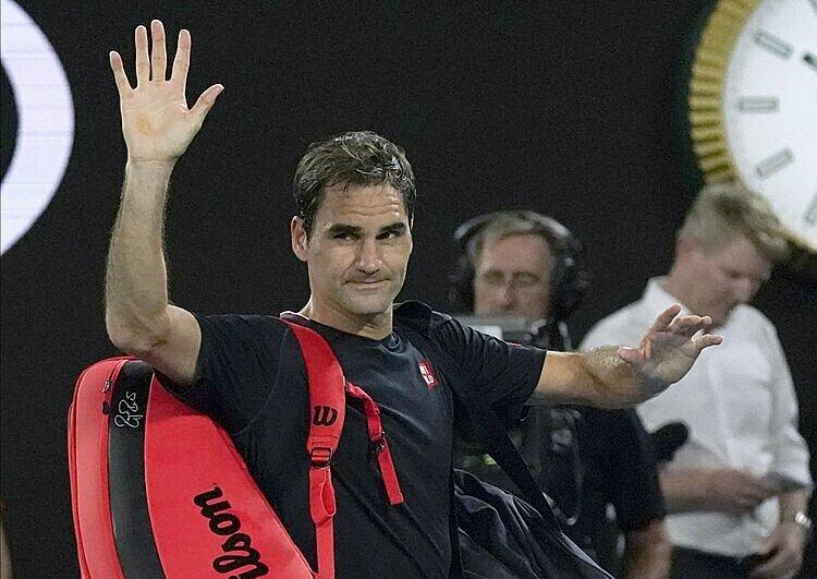 Federer cống hiến nhiều pha bóng đẹp dù chấn thương. Ảnh: AP.