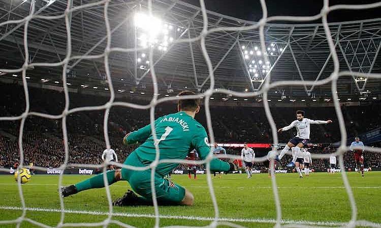 Salah ghi dấu ấn với một bàn thắng và một pha kiến tạo. Ảnh: Guardian.